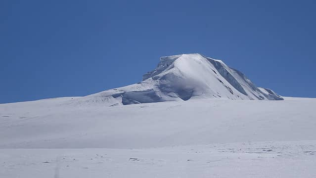 The icy rib above camp 2