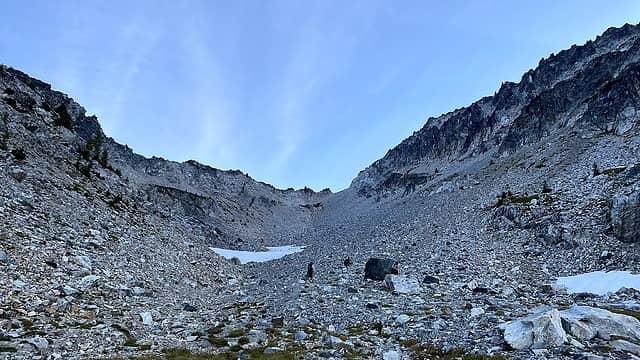 Final push up to the ridge below 7FJ