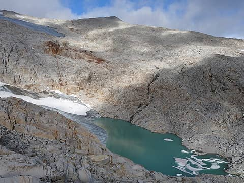 Unnamed lake below Hinman Glacier