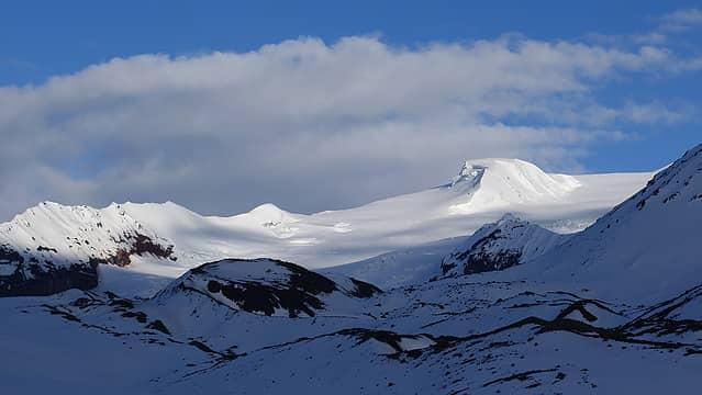 Icy ridge above camp 2 in the sun