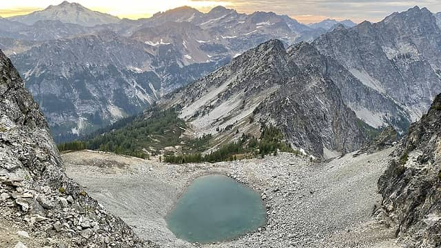 Amazing sunset with Glacier Peak and the unnamed tarn